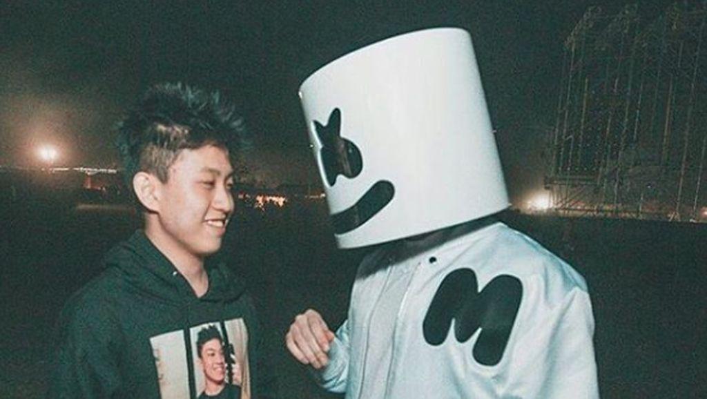 Beredar Foto Rich Chigga dengan Marshmello, Bakal Kolaborasi?