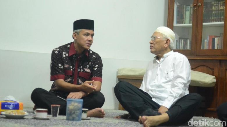 Mesranya Gubernur Ganjar Pranowo dengan - Jakarta Gubernur Jawa Tengah Ganjar Pranowo dikenal dekat dengan tokoh agama dan ulama di Tidak hanya ulama kampung