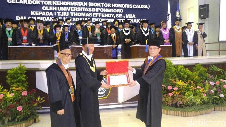 Undip Berikan Anugerah Honoris Causa kepada Bos Charoen Pokphand