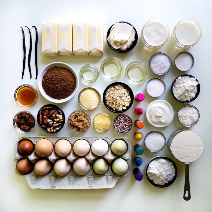 Salah satu yang mempopulerkan foto gradasi makanan adalah Brittany Wright. Fotografer asal Seattle ini pernah membuat foto gradasi dengan objek bahan-bahan pembuat kue. Foto: Brittany Wright