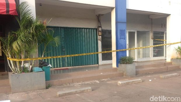 Garis polisi dipasang di lokasi bentrokan warga