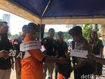 Rekonstruksi Serahkan Diri, Helmi: Polisi Kaget Isi Tas Saya Senpi