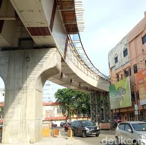 Gedung Ini Hampir Cium LRT Palembang, Bahaya Enggak Ya?