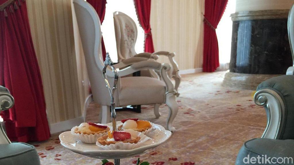 Oval Lounge dan Jamuan High Tea Mewah di Hotel Adimulia Medan