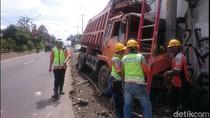 Diduga Rem Blong, Truk Tabrak Tiang Listrik di Sukabumi