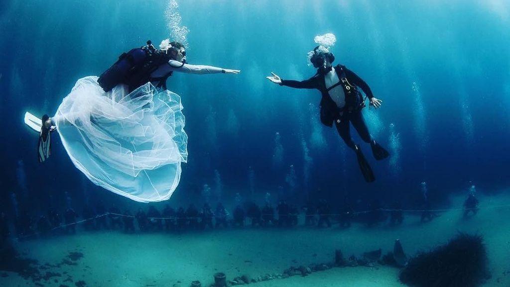 Sekarang Kamu Bisa Menikah di Bawah Laut!