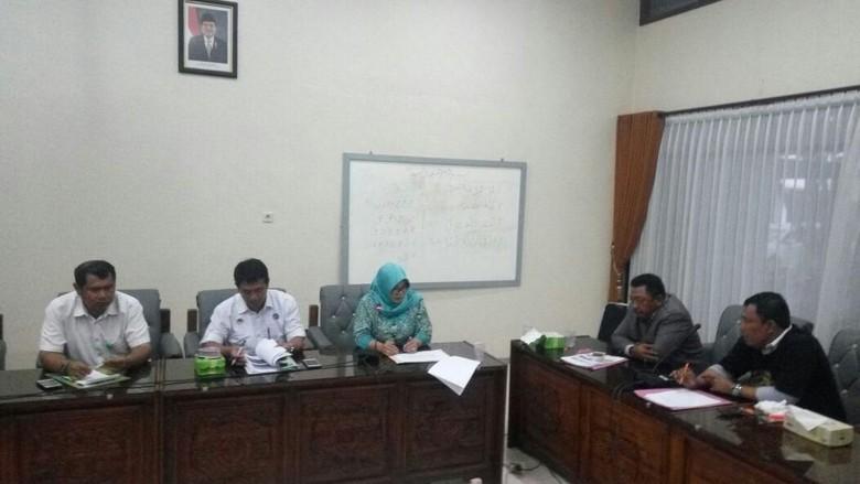 DPRD Banyuwangi Minta BBKSDA Hentikan - Banyuwangi DPRD Banyuwangi meminta Balai Besar Konservasi Sumber Daya Alam Jawa Timur menghentikan proyek pembangunan infrastruktur publik di