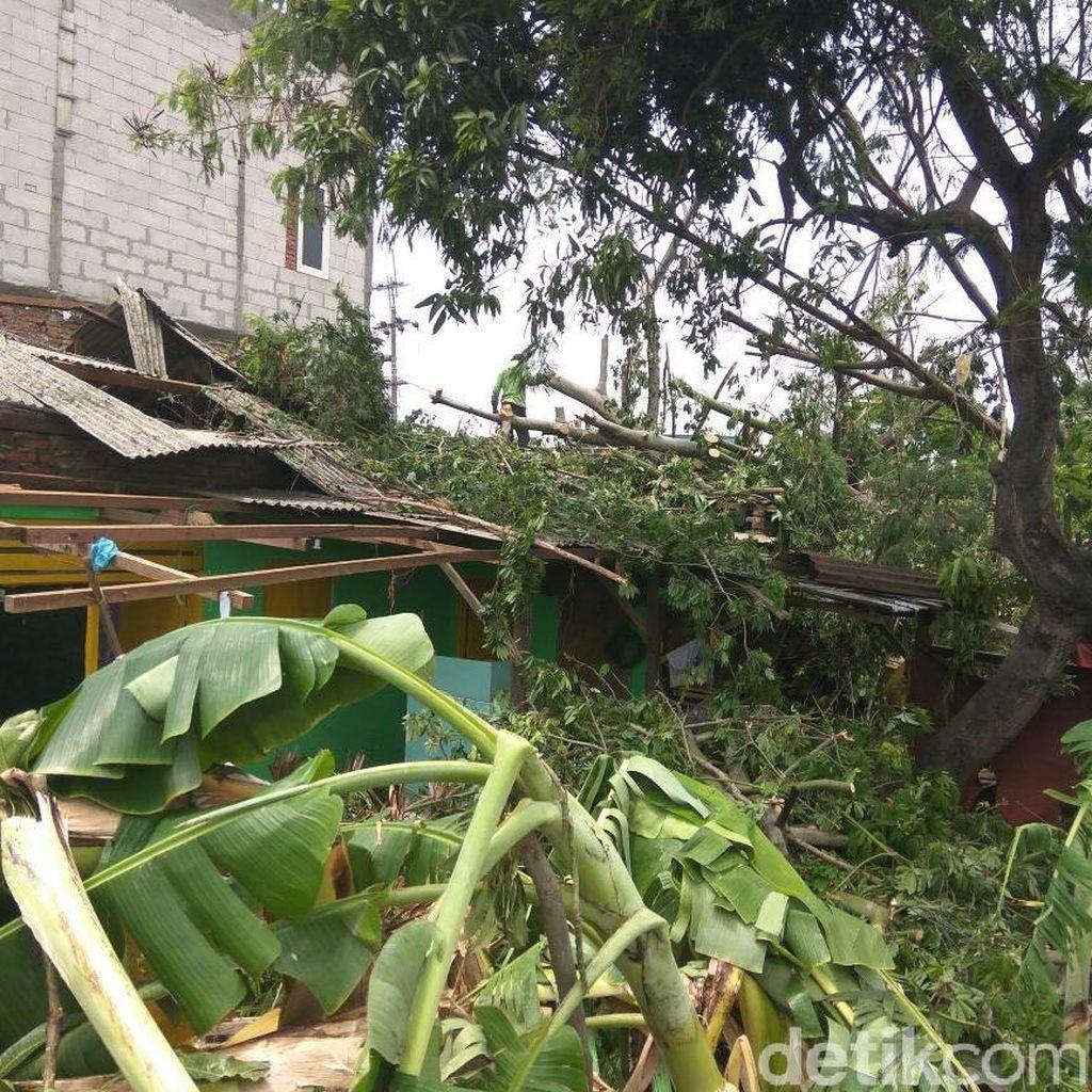 Lebih 500 Rumah Warga Sidoarjo Rusak Diterjang Puting Beliung