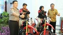 Kapolda Jatim Sumbang 3 Motor Trail untuk Polrestabes Surabaya