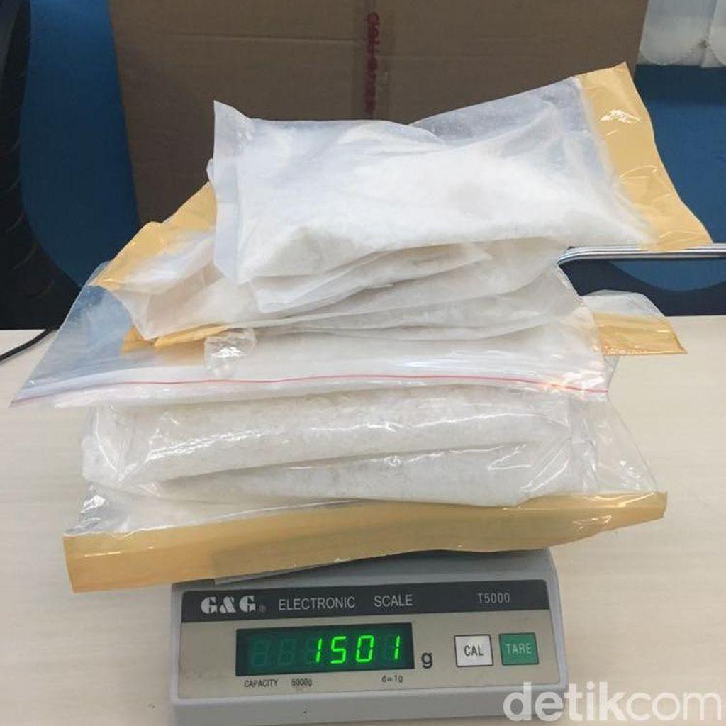 Selundupkan 2,9 Kg Sabu dari Malaysia, 2 Pria Ini Ditangkap