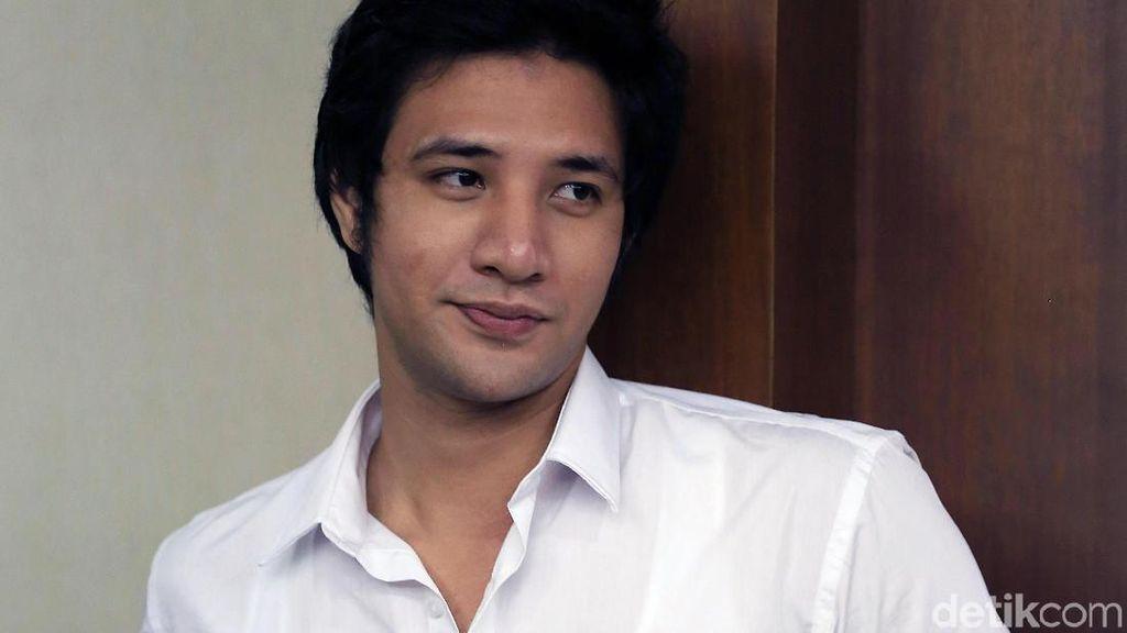 Ammar Zoni Jalan di Mall dengan Perempuan, Sudah Bebas?
