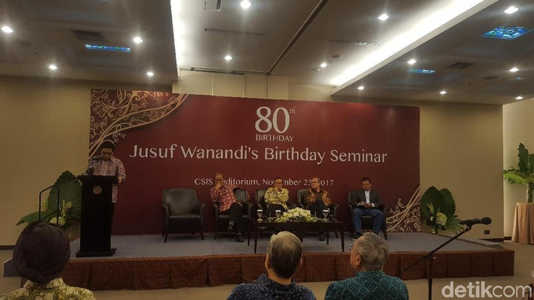 Senior Tanpa Novanto Harus Mundur - Jakarta Sarwono Kusumaatmadja ialah salah satu tokoh senior Partai Golkar yang menginginkan adanya munaslub untuk mencari Ketua Umum