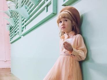 Goldie yang menggemaskan adalah anak Coury Combs, founder Fancy Treehouse. Hmm, nggak heran ya Goldie stylish banget. (Foto: Instagram/fancytreehouse)