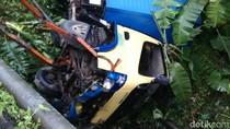 Mobil Boks Terjun Bebas ke Dalam Jurang di Banjarnegara
