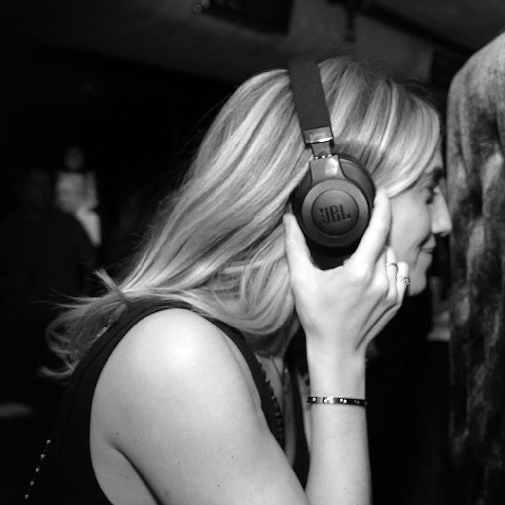 Kritis dalam Mendengarkan Lagu