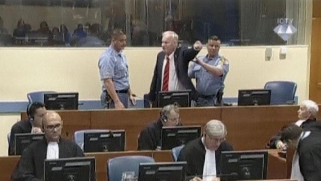 Marah-marah, Ratko Mladic 'Si Jagal Bosnia' Diusir dari Ruang Sidang