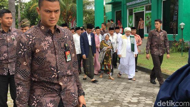 Presiden Jokowi bersama Gubernur NTB di Ponpes Lombok