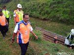 Dirut KAI Cek Evakuasi Tanah Longsor Timbun Rel di Garut