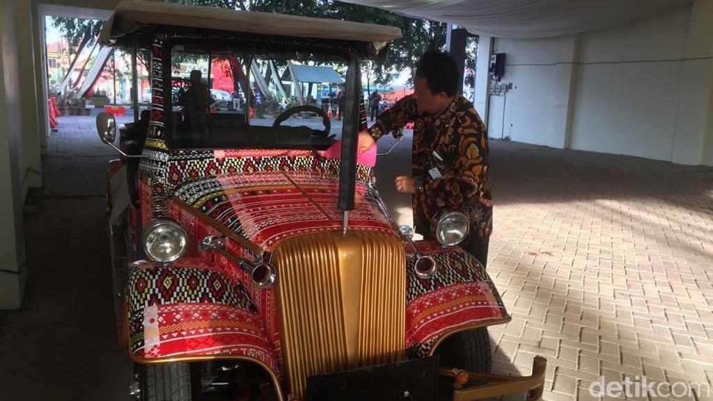 Unik! Ini Mobil Bermotif Ulos yang Bakal Ditumpangi Jokowi di Medan