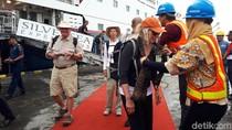 Ini Kemeriahan Kapal Pesiar Sandar di Pelabuhan Tanjung Wangi