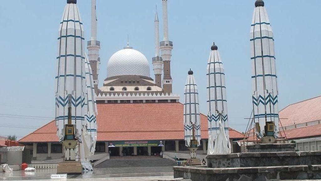 Sholat Sekaligus Wisata Religi di Masjid Agung Jawa Tengah