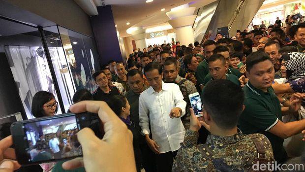 Presiden Jokowi di Sun Plaza Medan