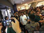 Foto: Saat Jokowi Unjuk Gigi Main Basket di Depan Jan Ethes