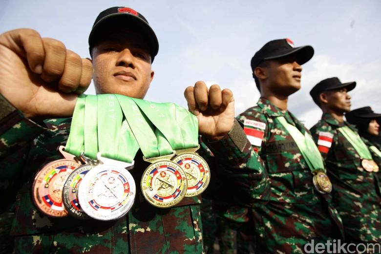 Juara Lomba Tembak AARM, TNI AD Pakai Senjata Buatan Anak Bangsa