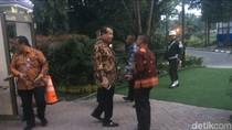 Chairul Tanjung Hadiri Prosesi Adat Nikahan Kahiyang-Bobby