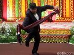 Foto: Tetua Adat Manortor di Pesta Adat Kahiyang-Bobby