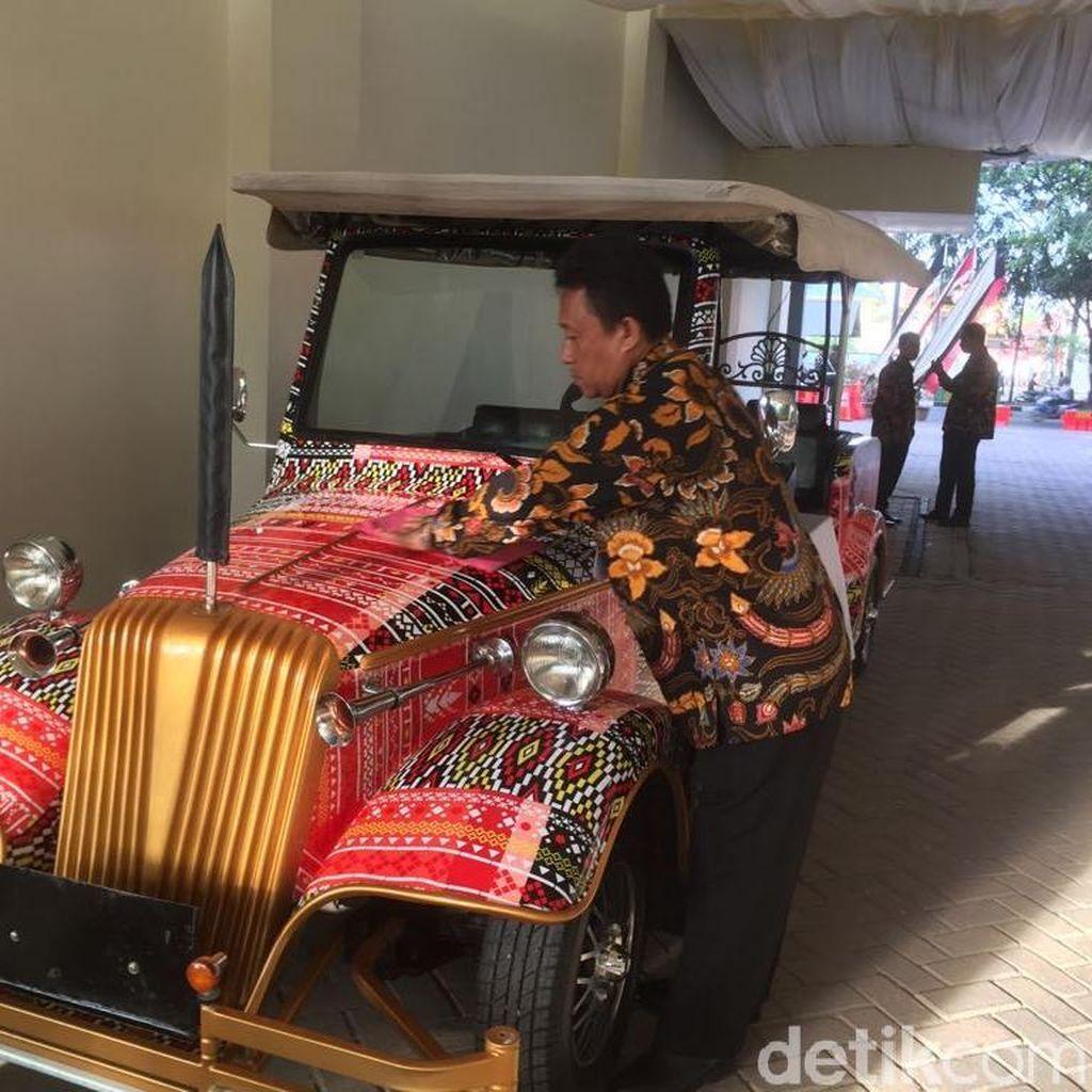 Jokowi Rencananya Naik Mobil Bermotif Ulos di Resepsi Kahiyang
