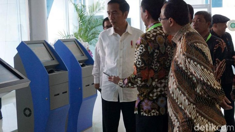 Jokowi Bagikan 1.268 KIP ke Pelajar Langkat Sumut