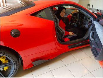 Mobil-mobil Mewah Sarita dan Harris