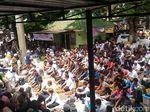 Sebelum Aksi 2411, Massa Salat Jumat di Masjid Cut Meutia