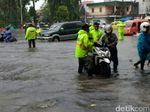 Hujan Reda, Dinas PUBMP Surabaya: Air Mulai Surut 5-10 Cm