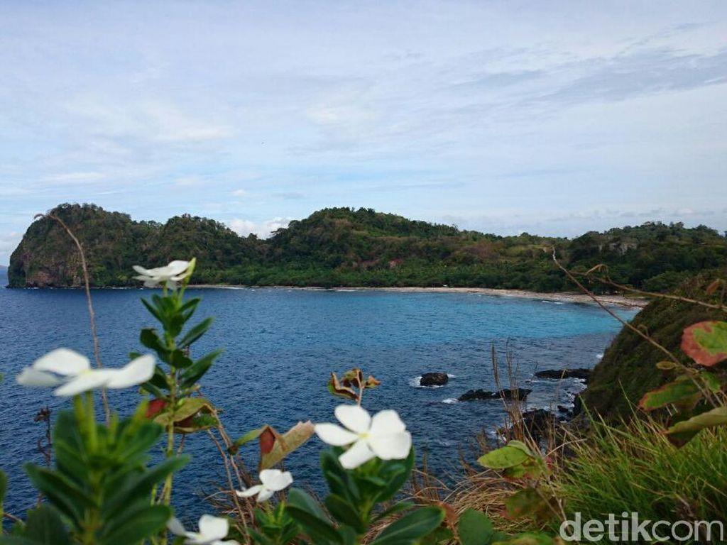 Tempat Asyik Libur Akhir Pekan: Pulau Sangiang yang Eksotis