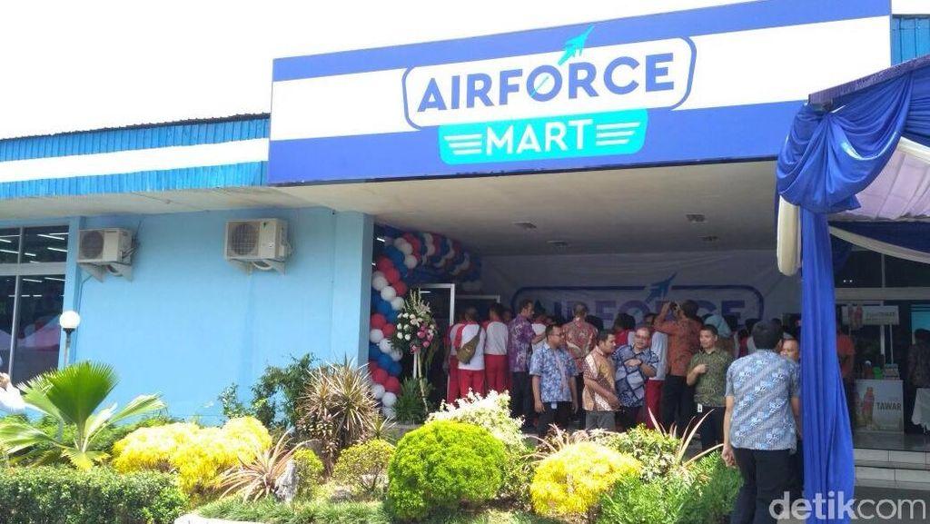 CT dan KSAU Resmikan Airforce Mart di Lanud Halim Perdanakusuma