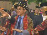 Gibran Ikut Manortor di Pesta Adat di Depan Kahiyang-Bobby