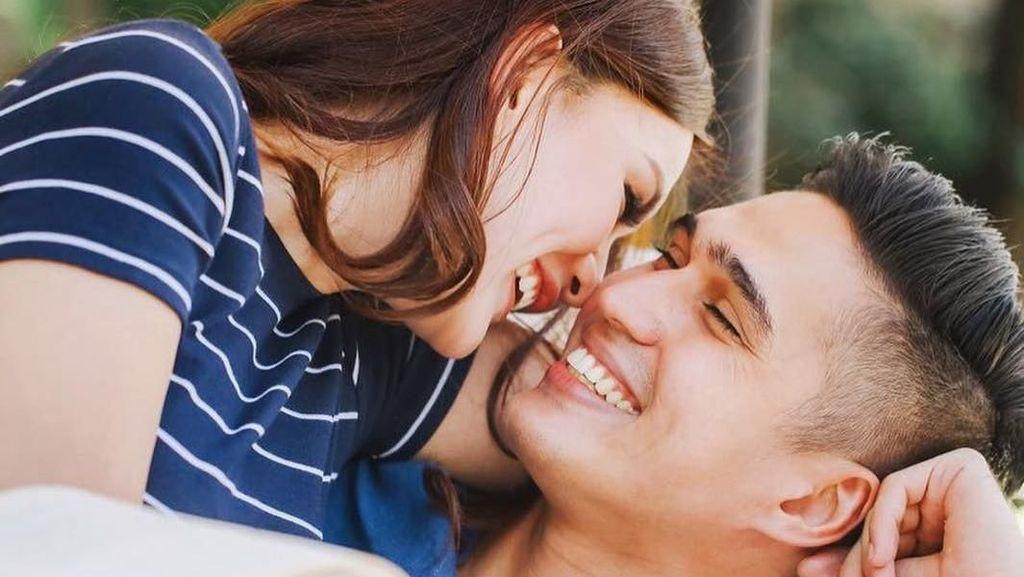 10 Inspirasi Foto Prewedding Romantis Marcel Chandrawinata & Deasy