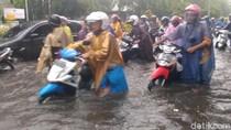 Surabaya Diguyur Hujan Deras, Genangan Air Ada di Mana-mana