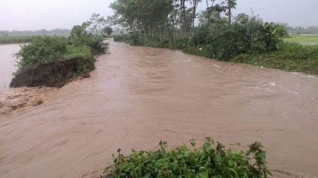 Banjir dikarenakan tanggul Sungai Unut jebol