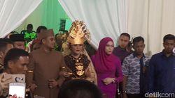 Kahiyang-Bobby Hadiri Manortor Semalam Suntuk di Medan