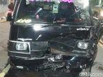 Mobil Tabrak Pembatas Jalan di Underpass Tanah Abang