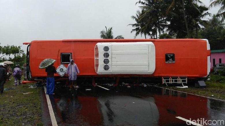 Bus Rombongan Siswa SD Vs Truk di Purworejo, 1 Orang Tewas