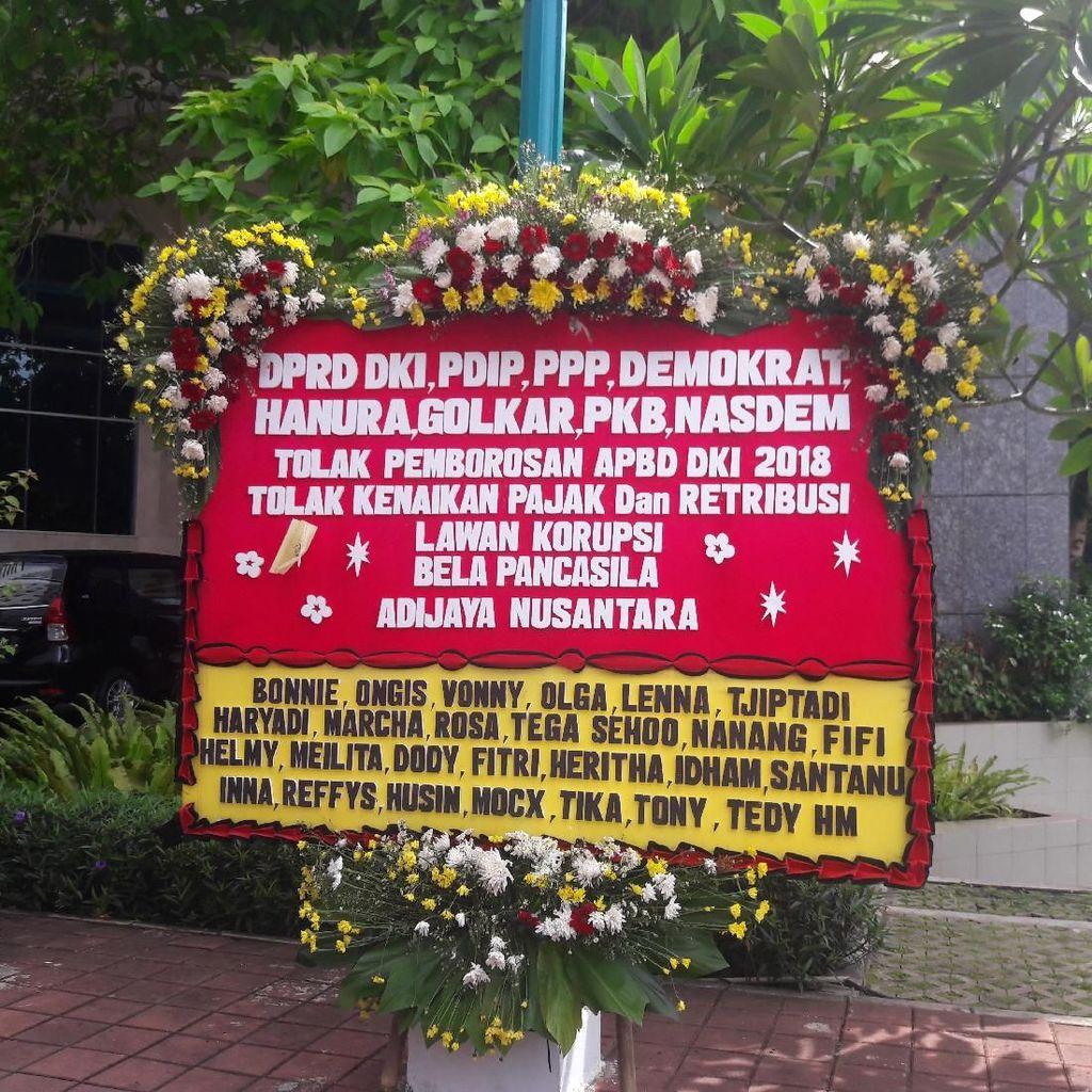 DPRD DKI Dapat Karangan Bunga Tolak Pemborosan APBD 2018