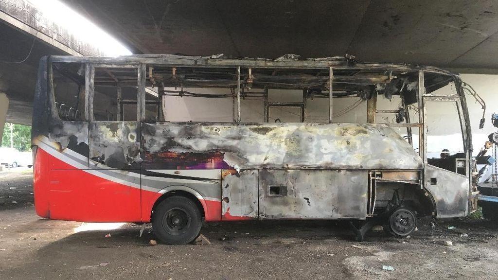 Bus Terbakar di Slipi Akibat Korsleting, Tak Ada Korban Jiwa