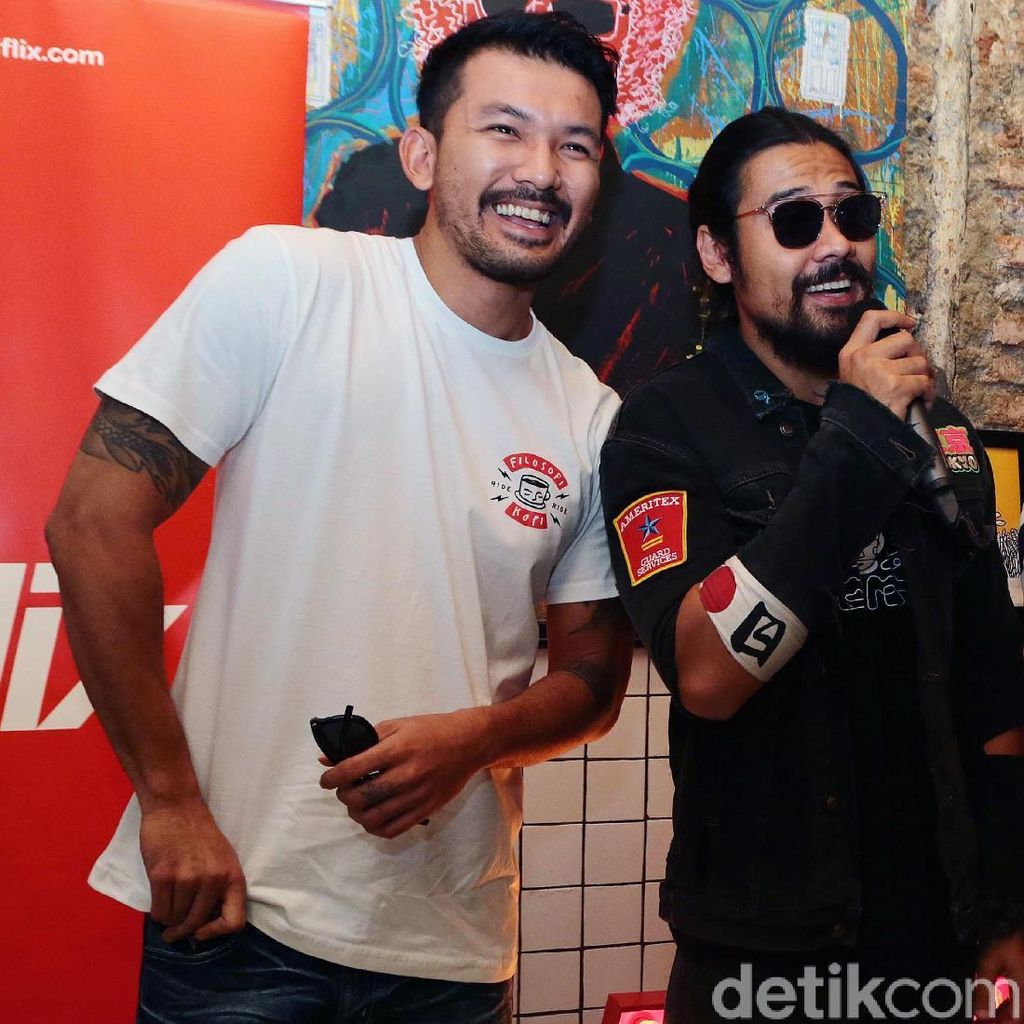 Duo Ganteng, Rio Dewanto dan Chicco Jerikho Bikin Luluh
