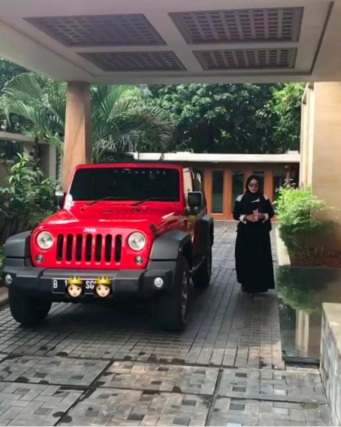 Foto: Mobil-mobil Mewah Sarita dan Harris