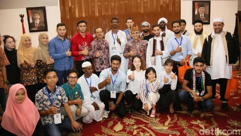 Anak Muda dari Negara di - Banyuwangi Sebanyak anak muda dari negara menghadiri Youth Involvement Forum di Selama hari mereka berdiskusi sekaligus mengenali khazanah