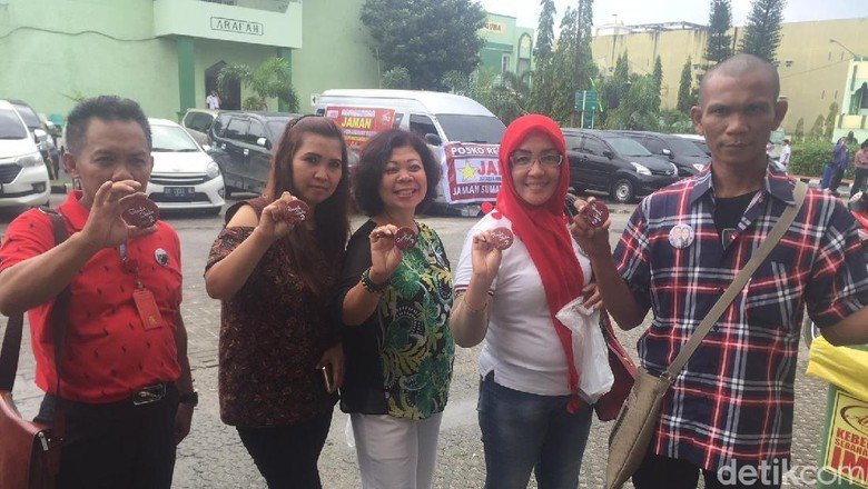 Relawan Jokowi Dapat Pin Khusus untuk Ikut Kirab Kahiyang-Bobby